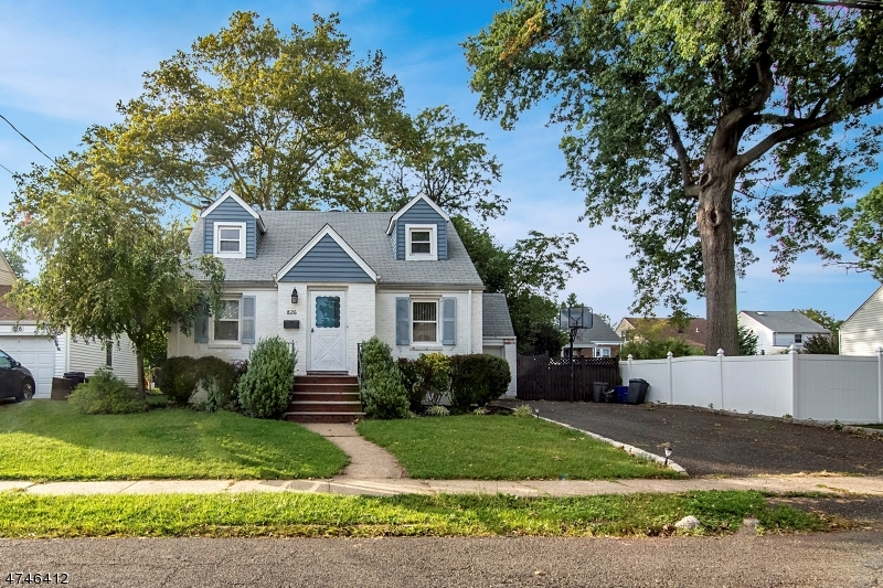 独户住宅 为 销售 在 826 Bishop Street Union, 新泽西州 07083 美国