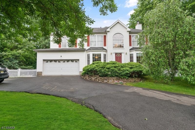 Частный односемейный дом для того Аренда на 748 Pascack Road Paramus, Нью-Джерси 07652 Соединенные Штаты