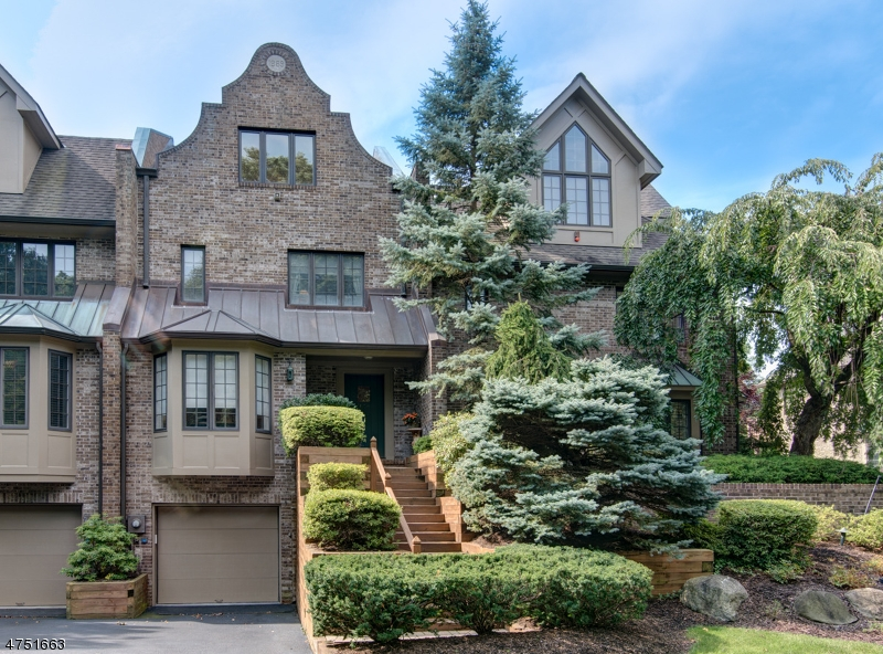 Частный односемейный дом для того Продажа на 179 Camelot Gate Park Ridge, Нью-Джерси 07656 Соединенные Штаты