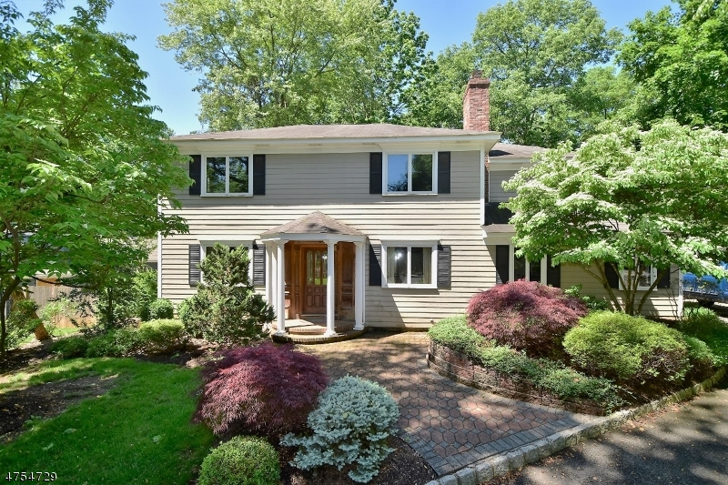 Einfamilienhaus für Verkauf beim 325 Diamond Hill Road 325 Diamond Hill Road Berkeley Heights, New Jersey 07922 Vereinigte Staaten