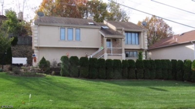Частный односемейный дом для того Продажа на 12 Briarwood Court Woodland Park, Нью-Джерси 07424 Соединенные Штаты