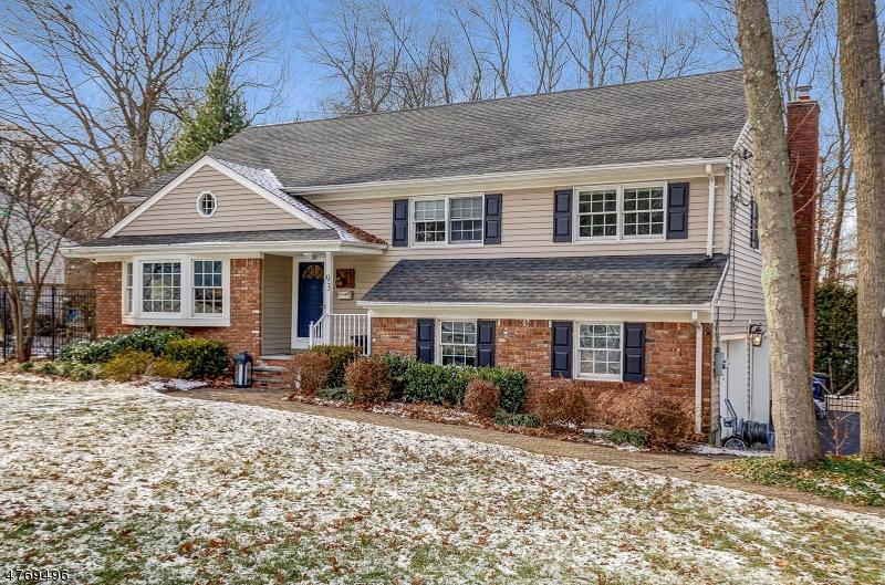 Casa Unifamiliar por un Venta en 93 Knollwood Drive New Providence, Nueva Jersey 07974 Estados Unidos