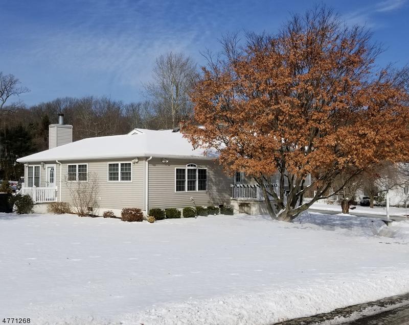 独户住宅 为 销售 在 38 Musconetcong Avenue 斯坦霍普, 新泽西州 07874 美国
