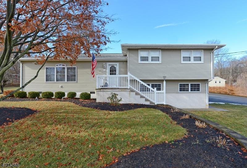 Casa Unifamiliar por un Venta en 38 Musconetcong Avenue Stanhope, Nueva Jersey 07874 Estados Unidos