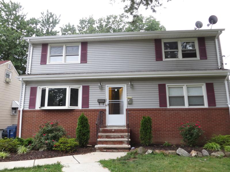 Частный односемейный дом для того Аренда на 55-57 ACADEMY Avenue Plainfield, Нью-Джерси 07060 Соединенные Штаты