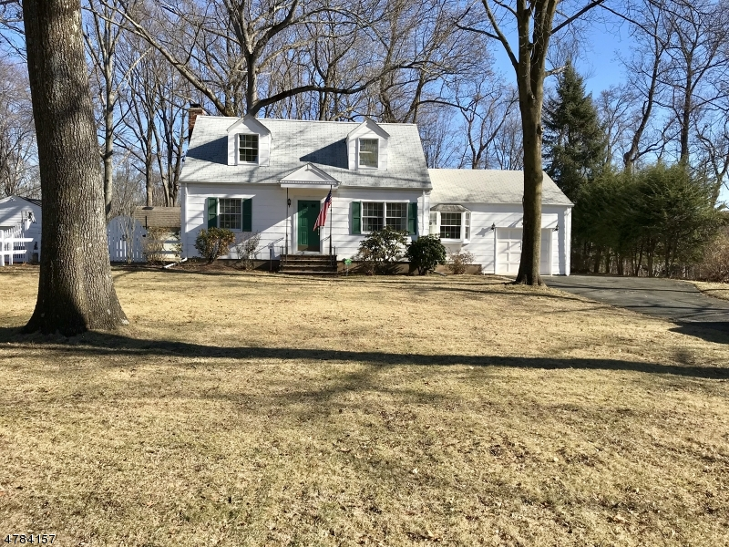Single Family Home for Sale at 319 Wyckoff Avenue Waldwick, New Jersey 07463 United States