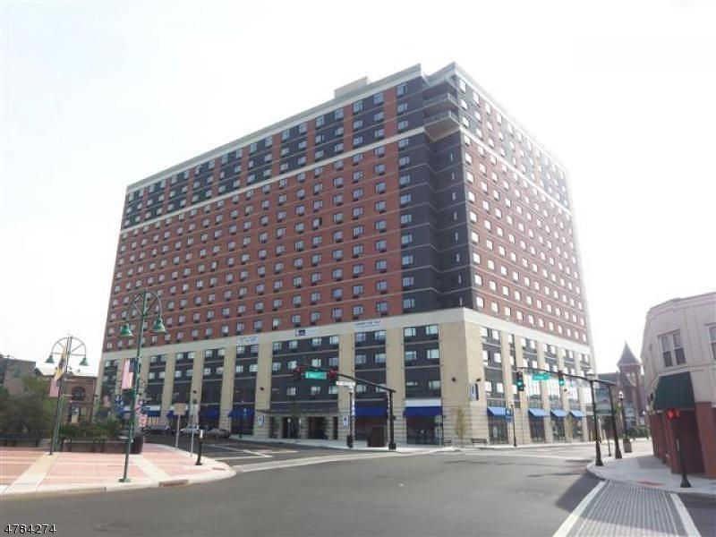 Casa Unifamiliar por un Alquiler en 1 Carriage City Plz, 711 Rahway, Nueva Jersey 07065 Estados Unidos