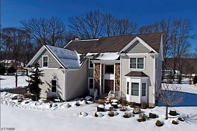 Maison unifamiliale pour l Vente à 4 Shepherds Lane Roxbury Township, New Jersey 07876 États-Unis