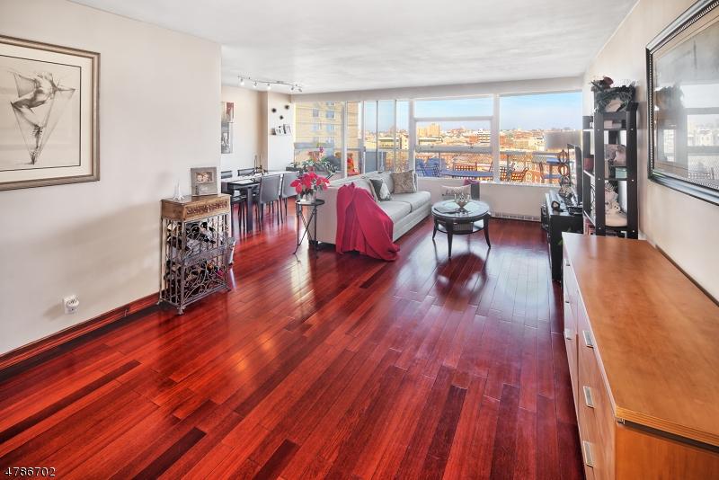 Maison unifamiliale pour l Vente à 6050 Blvd East Secaucus, New Jersey 07094 États-Unis