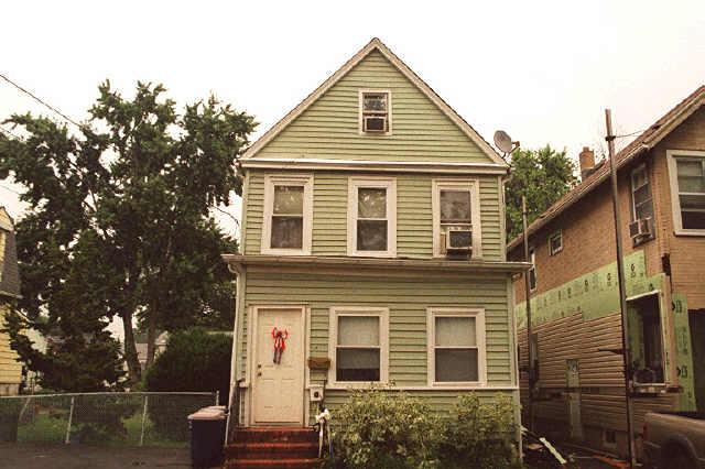 Частный односемейный дом для того Аренда на 511 Roosevelt Street Roselle Park, Нью-Джерси 07204 Соединенные Штаты