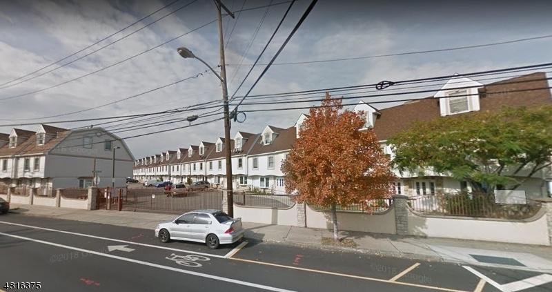 Condo / Townhouse pour l à louer à 35 Val Sumo Lane Newark, New Jersey 07105 États-Unis