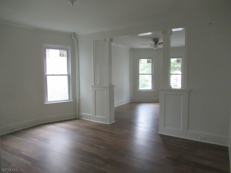 Property för Försäljning vid 20 N JACKSON Avenue Washington, New Jersey 07882 Usa