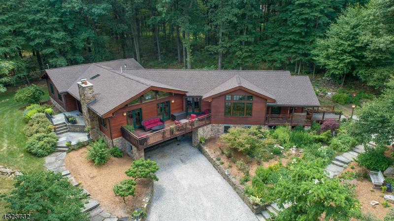 Nhà ở một gia đình vì Bán tại 424 MINE Road Asbury, New Jersey 08802 Hoa Kỳ