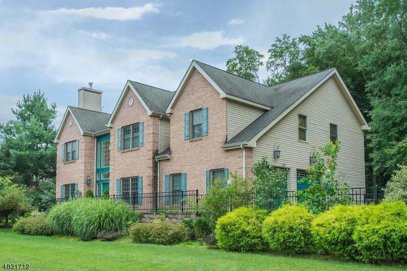 Villa per Vendita alle ore 243 HORSENECK Road Fairfield, New Jersey 07004 Stati Uniti