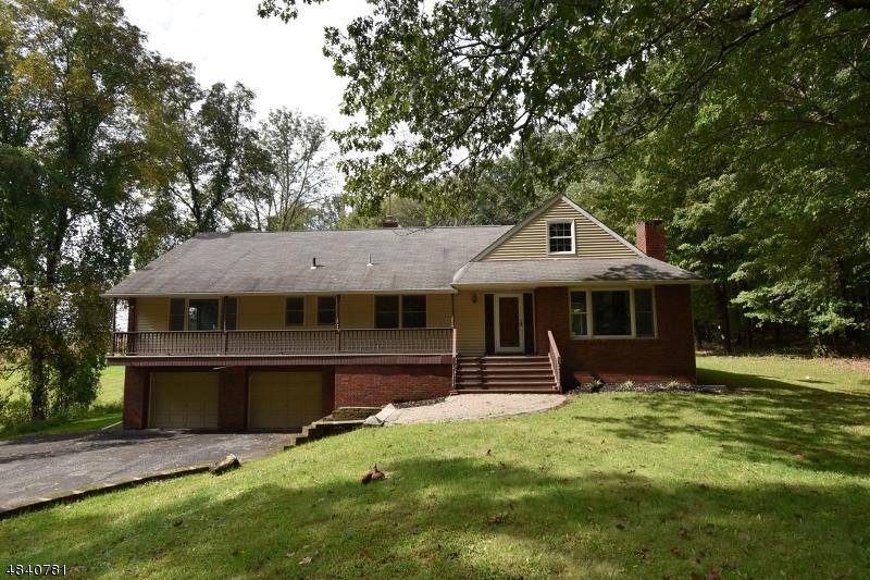 Maison unifamiliale pour l Vente à 26 HUNTSVILLE Road Andover, New Jersey 07860 États-Unis