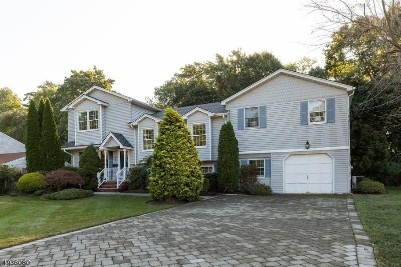 Single Family Homes por un Venta en Waldwick, Nueva Jersey 07463 Estados Unidos