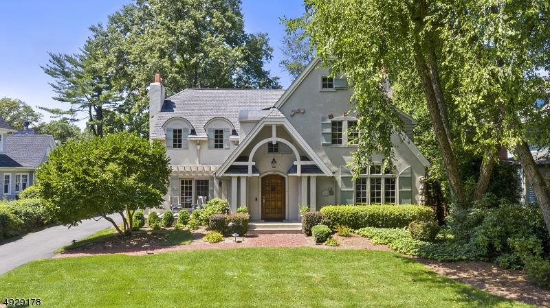 Single Family Homes für Verkauf beim Ho Ho Kus, New Jersey 07423 Vereinigte Staaten