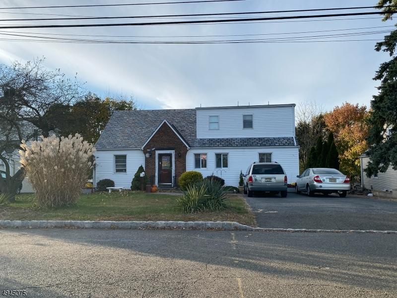 Single Family Homes для того Продажа на Caldwell, Нью-Джерси 07006 Соединенные Штаты