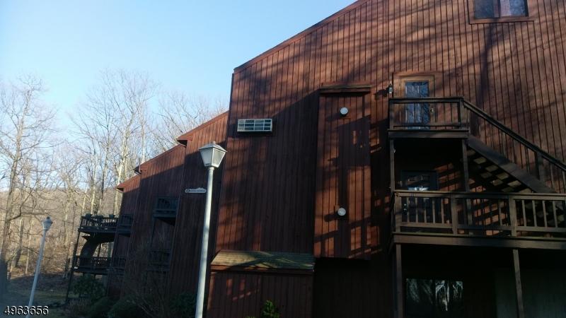 Property 为 出租 在 4 GREG NORMAN CT UNIT 4 弗农, 新泽西州 07462 美国