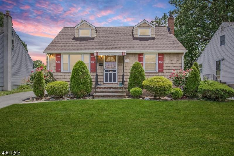 Single Family Homes por un Venta en Garwood, Nueva Jersey 07027 Estados Unidos