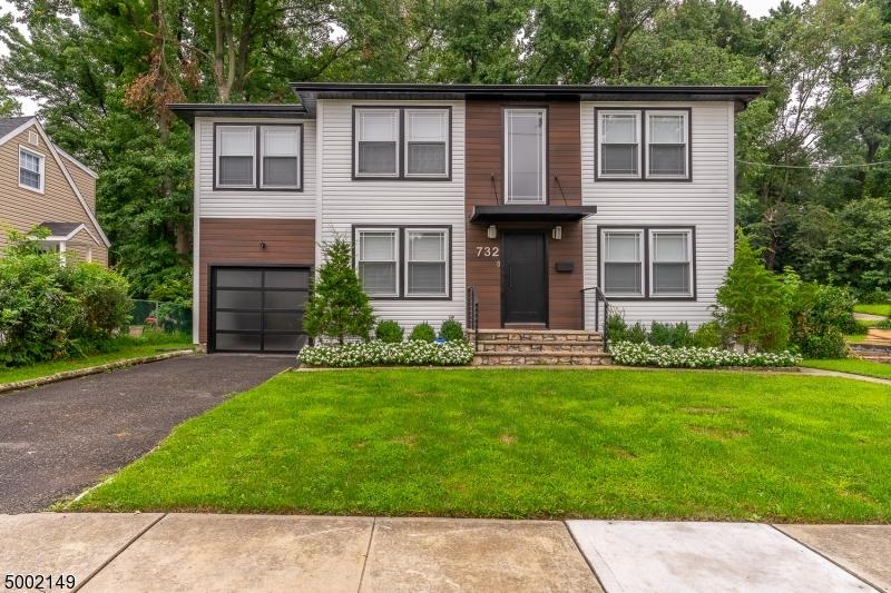Single Family Homes vì Bán tại Union, New Jersey 07083 Hoa Kỳ
