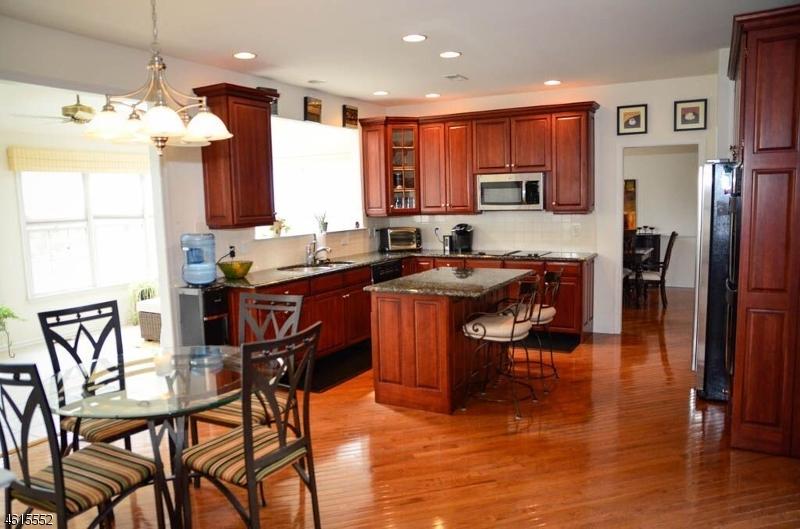 Additional photo for property listing at 17 Halls Mill Road  Asbury, Nueva Jersey 08802 Estados Unidos