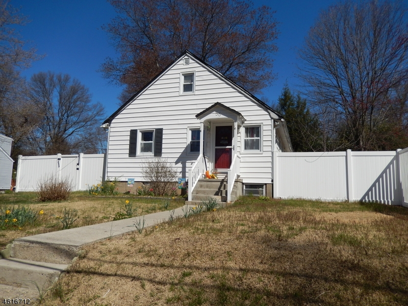 Additional photo for property listing at 56 Lakeside Avenue  Haskell, New Jersey 07420 États-Unis