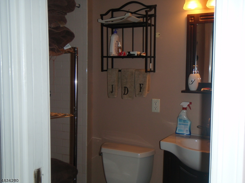 Additional photo for property listing at 73 Morris Avenue  West Milford, New Jersey 07480 États-Unis