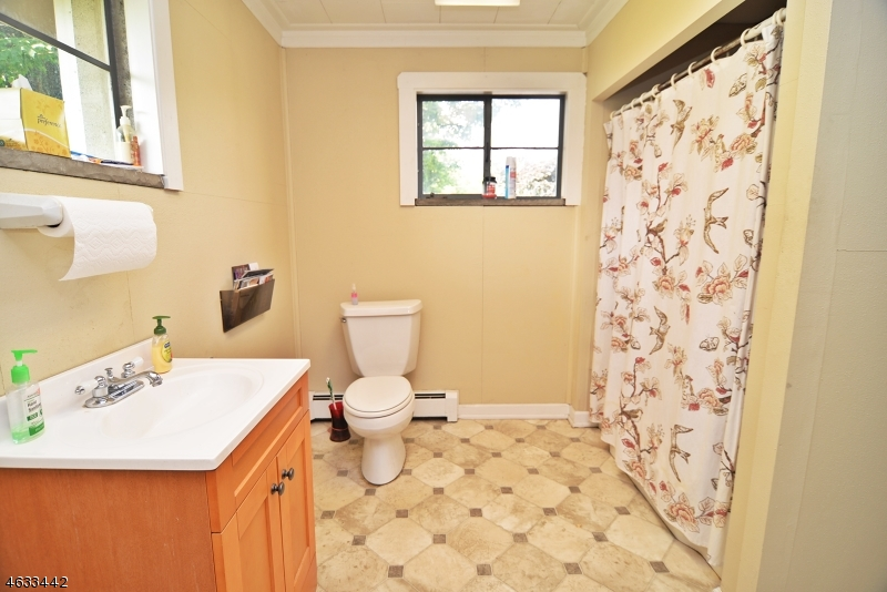 Additional photo for property listing at 127 Maple Avenue  Hackettstown, Nueva Jersey 07840 Estados Unidos