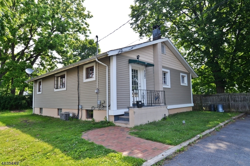 Additional photo for property listing at 127 Maple Avenue  Hackettstown, Нью-Джерси 07840 Соединенные Штаты