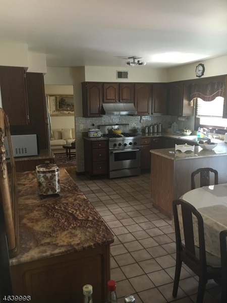 Additional photo for property listing at 11 Louis Street  East Hanover, Nueva Jersey 07936 Estados Unidos