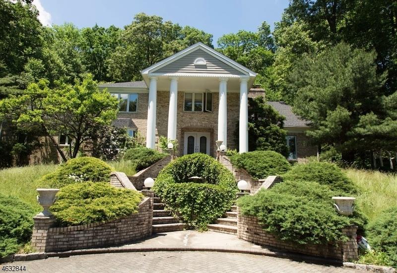 Частный односемейный дом для того Продажа на 6 Briarwood Lane Morristown, Нью-Джерси 07960 Соединенные Штаты