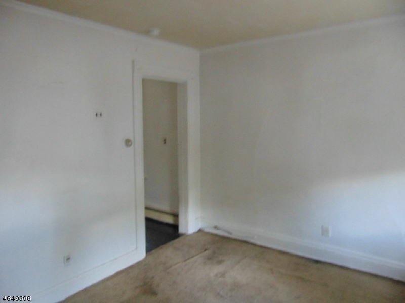 Additional photo for property listing at 177 Lake Avenue  Clifton, New Jersey 07011 États-Unis