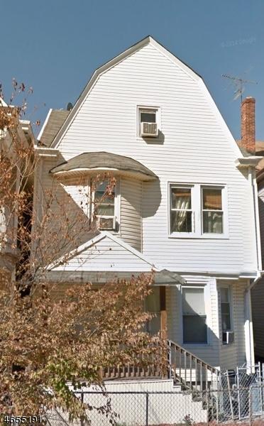 Maison avec plusieurs logements pour l Vente à 668 E 22nd Street Paterson, New Jersey 07504 États-Unis