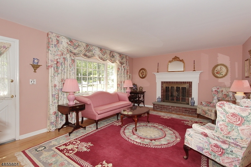 Additional photo for property listing at 541 Park Avenue  Berkeley Heights, New Jersey 07922 États-Unis