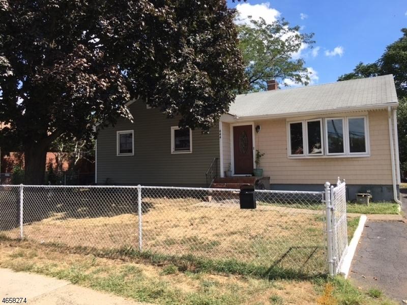 独户住宅 为 销售 在 444-446 CLARKSON Avenue Elizabeth, 新泽西州 07202 美国