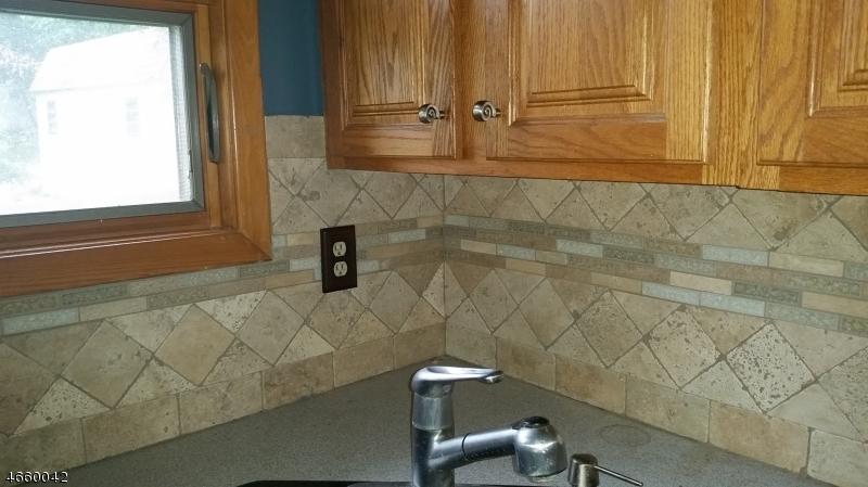 Additional photo for property listing at 26 Lakeshore Dr E  Highland Lakes, Нью-Джерси 07422 Соединенные Штаты