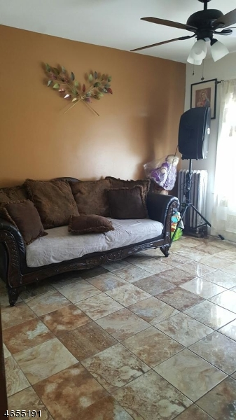 Additional photo for property listing at 668 E 22nd Street  Paterson, New Jersey 07504 États-Unis