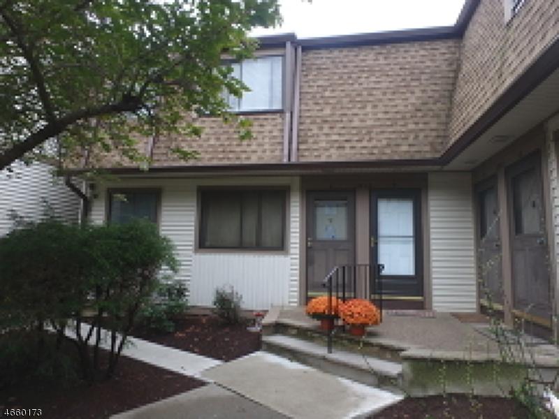 Частный односемейный дом для того Продажа на 1913A STONEGATE Lane Stanhope, Нью-Джерси 07874 Соединенные Штаты