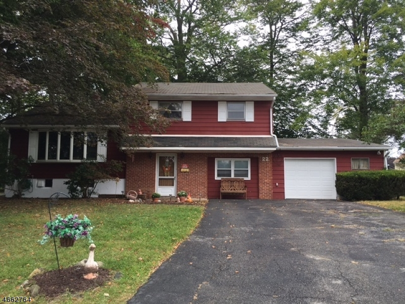Additional photo for property listing at 22 Robert Court  Succasunna, New Jersey 07876 États-Unis