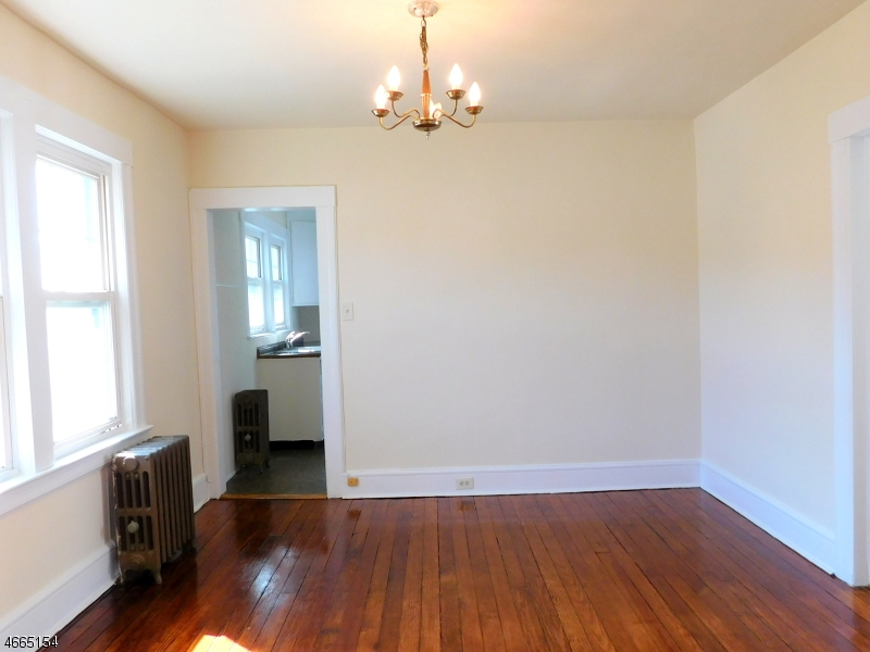 Additional photo for property listing at 17 Chapel Street  Bloomfield, New Jersey 07003 États-Unis