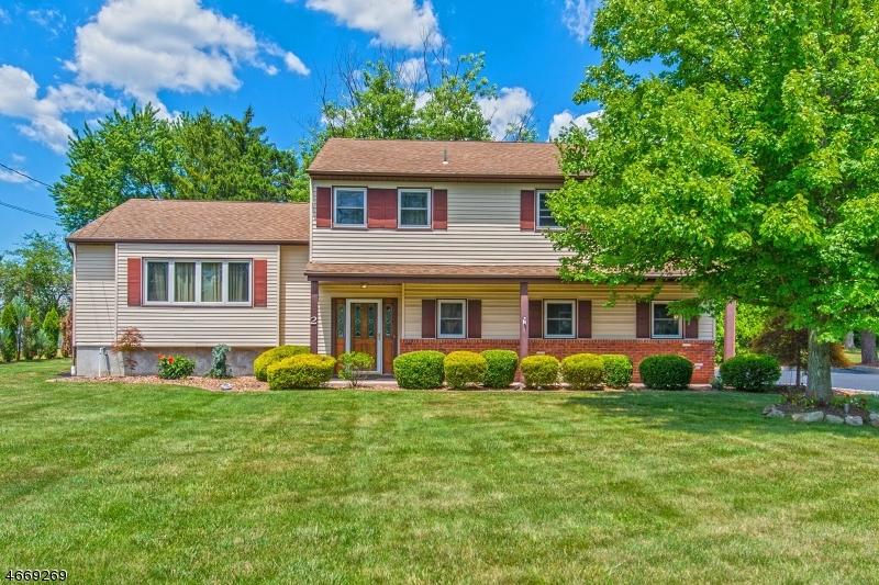 Частный односемейный дом для того Продажа на 2 Sheffield Street Pine Brook, Нью-Джерси 07058 Соединенные Штаты