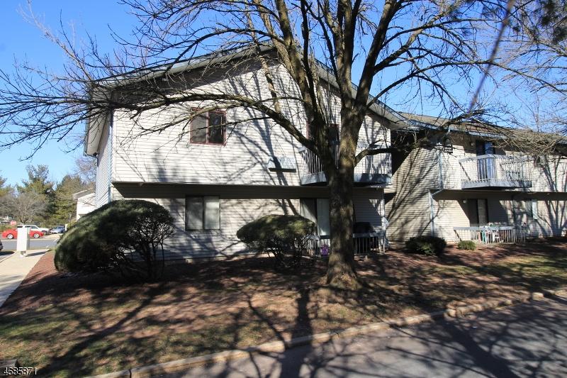 Casa Unifamiliar por un Alquiler en 20-202 DELAR PKY Franklin Park, Nueva Jersey 08823 Estados Unidos