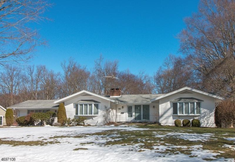 Maison unifamiliale pour l Vente à 36 Stone Fence Road Allendale, New Jersey 07401 États-Unis