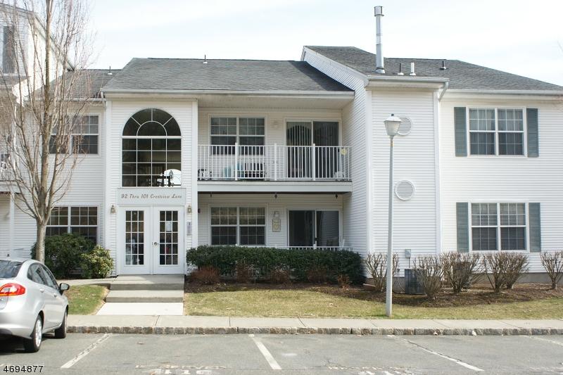 Частный односемейный дом для того Аренда на 96 Crestview Lane Mount Arlington, Нью-Джерси 07856 Соединенные Штаты