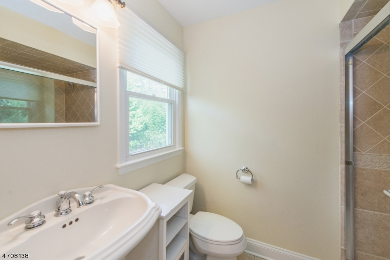 Additional photo for property listing at 4 Seward Place  Chester, New Jersey 07930 Stati Uniti
