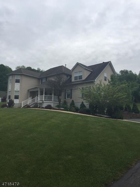 独户住宅 为 销售 在 2 Woodward Ter 哈克特斯镇, 新泽西州 07840 美国