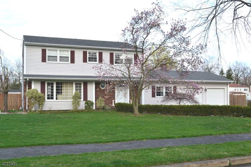 Casa Unifamiliar por un Alquiler en 7 Woodhaven Road Parsippany, Nueva Jersey 07054 Estados Unidos