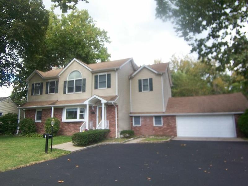 Частный односемейный дом для того Продажа на 15 RIVERVIEW TER Riverdale, 07457 Соединенные Штаты