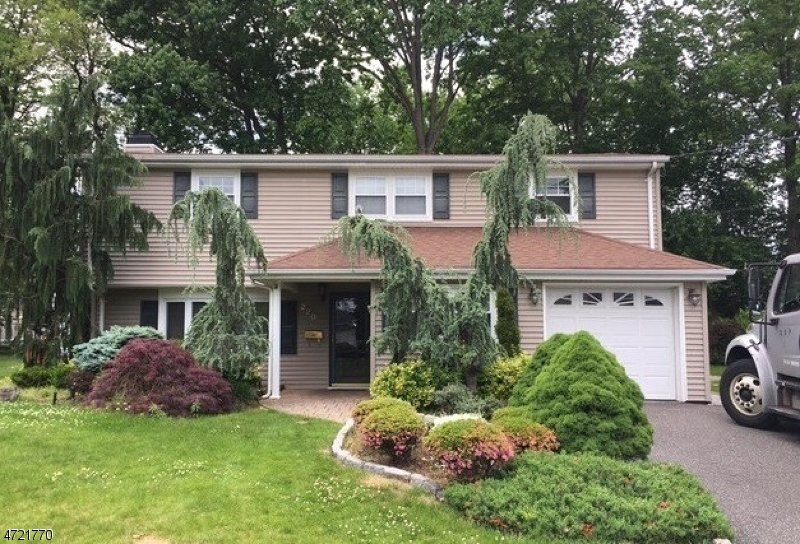 Single Family Home for Sale at 220 Campora Drive Northvale, New Jersey 07647 United States